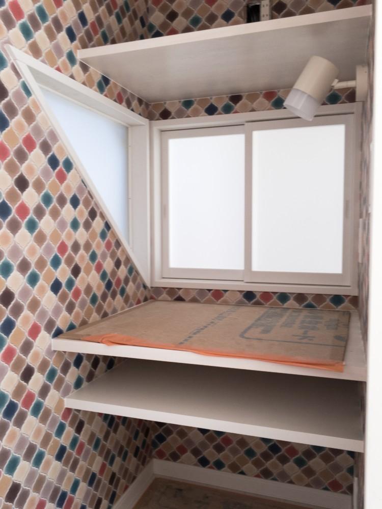 倉敷市林新築工事_階段横スペース框組引き違い窓/△FIX窓
