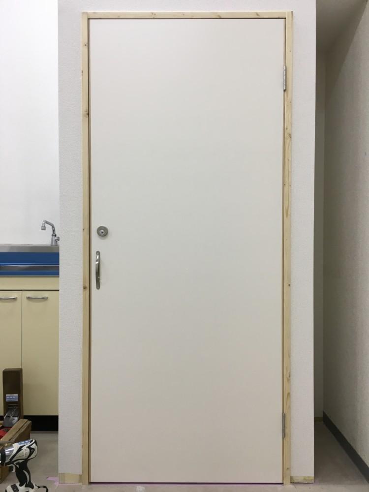 岡山市北区大安寺ドラッグストア/開き戸