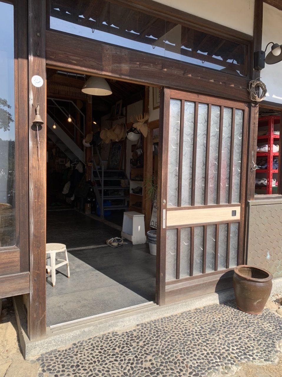 鴨方町/玄関及び小窓新設工事